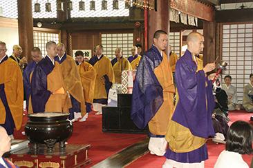 僧侶方の御入堂