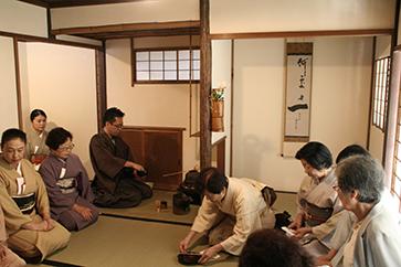 神奈川支部席の〈保寿庵〉