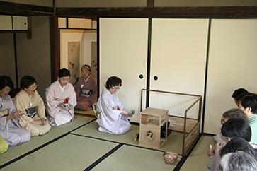 埼玉支部席の〈広間〉