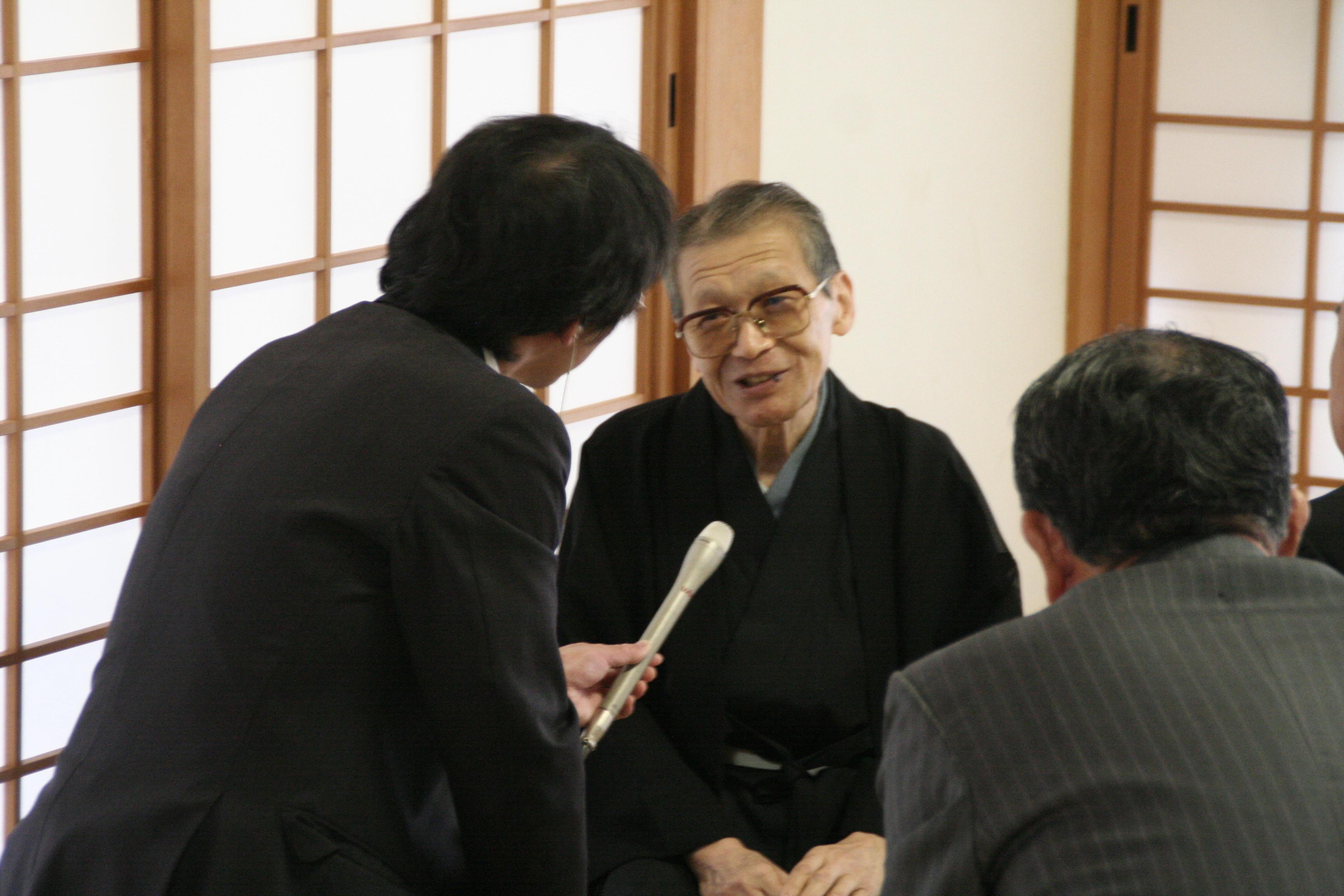 和歌山放送の取材を受けられるお家元